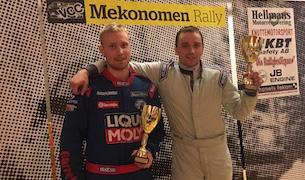 Andre Nygren och CoDriver Emil Olsson skiner i kapp med blixten efter seger i årets SverigeSerie.